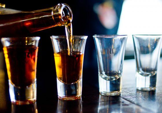 Fit blijven en toch alcohol drinken? Zo doe je het